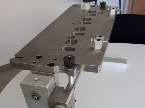 Fitting device for metrology